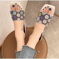 Mujeres Summer Slippers Slippers Elegant Ladies Square Toe Toboganed Zapatos Femenino CRISTAL BLING Sandalias Moda Mujer Zapatos 2021 TRU45U56JGJNFDGSDF