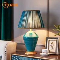 테이블 램프 Tuda 미국 레트로 블루 세라믹 램프 침실 거실 침대 옆 낭만적 인 빛 간단한 현대 가정 장식