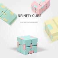 O Creative Ilimitado Cubo Mágico Brinquedos Macaron Pocket Flip Square Second Ordem de Descompressão Rubik Redução da pressão quebra-cabeça
