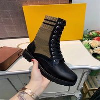Luxuriöse Designer Womens Hälfte Stiefel Schuhe Winter Chunky Med Heels Plain Quadratische Zehen Schuh Rainboots Reißverschluss Frauen Mid Calf Beute Wear Resesiste dicke Sohlenstiefel A992
