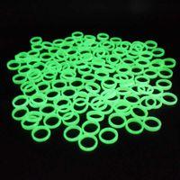 Anillo luminoso de plástico más barato Partido de Halloween Danza Masquerade Decoración de las mujeres Anillos de la banda plástica Línea fluorescente verde 100pcs / bolsa