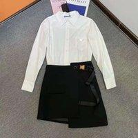 Женские платья костюма трексуиты две части костюмы футболка и плиссированные юбка для леди модные варианты одежды платья с кнопкой буквы тройников