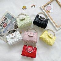 Luxuskinder Pearl Kette Handtaschen Designer Mädchen Crossbody Tasche Kinder Brief Prägung Einzelner Umhängetaschen Frauen Mini Geldbeutel A7257