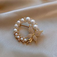 Elegant Pearl Butterfly Brooch Rhinestone Pin Clothes Accessories Gold Color Korean Wedding Party Jewelry Round Shape Pins