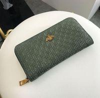 مصنع الجملة المرأة حقيبة الرجعية المنسوجة طويل محفظة شخصية مجوفة خارج ماركة محافظ الأزياء تنقش الجلود المرأة حقيبة يد