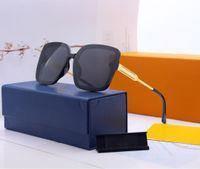 2021 diseñadores para mujer Gafas de sol para hombres Moda Moda Gafas de sol Gafas de sol de alta calidad Celebridad Diseño de diseño Marca Polarizando anteojos UV400 Protección 2 Color