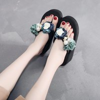 Frauen Sommer Outdoor Hausschuhe Mode High Heel Dicke Sohlen Rutschfeste Flip-Flops Handgemachte Kamelien Keil Strand Schuhe