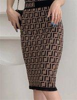 Tasarımcı Bayan Elbiseler Zarif Zincir Mektup Parti Elbise kadın Moda Yarım Uzunlukta Etek Katı Renk Örgü Adım Paketi Kalça Kısa Boyutu S-XL