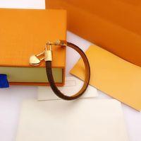 2021 Vari stili Fashion Bracelets Gioielli Donne Leather Unisex Designer Snap Braceltes Lettera Coppia Braccialetto