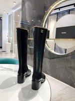2021 Новейшие дизайнерские сапоги Boots модная женская обувь мода металлическая цепная цепь украшения коровьей замши элегантный темперамент и комфортный размер для 35-41