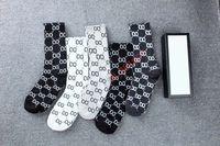 2021 Designers de la mode haute qualité Chaussettes pour femmes Cinq paire Luxe Sports Winter Mesh Lettre Chaussette imprimée avec boîte