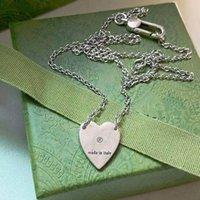 الأزياء الأوروبية والأمريكية نمط قلادة السيدات 316L التيتانيوم الصلب حروف الفضة المينا مع قلادة القلب واحد 8 أنماط