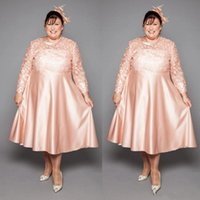 Romantic Blush Pink Plus size Mother of the Bride Groom Dresses 2022 with Illusion Sleeves Lace Applique Tea Length A line Satin Cocktail Evening Party Prom Dress