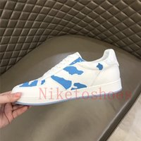Runner Sneakers Mens Luxurys Sports Shoe White Calfskin Luxembourg طباعة التمويه الجلود عارضة حذاء رياضة جلد الغنم بطانة مصممين الترفيه الأحذية المدرب
