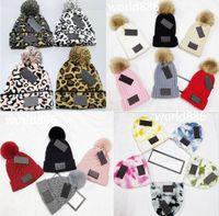 Оптовая продажа зимних колпачков шляпы женщин капота сгущает шапочки с реальными помпами енота помпоны теплой девушки кепки Snapback Pompon Beanie Hat 19 цветов