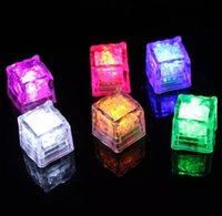 Aoto couleurs mini romantique cube lumineux LED glaçon de glace artificielle flash LED lumière mariage de mariage décoration
