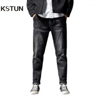 Kstun Jeans pour les hommes ajustables à travers les hanches et les cuisses, mais des raccords près des chevilles qui conviennent bien aux pantalons d'hommes Elastic1