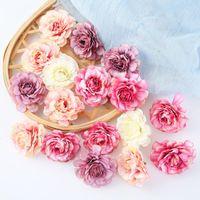 Flores decorativas guirnaldas artificiales 5 cm de seda cabeza de rosa de seda de la boda de la mano de la mano del ramo de la mano del jardín del hogar DIY Decoración de la Navidad regalo de la guirnalda chatarra