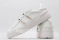 Valentino sneakers Couple classique Rivet Love Petite Chaussures blanches Mode Designer Hommes Casual Shoess for Hommes et Femmes 100% cuir véritable Sneakers de dames taille 35-45