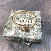 70٪ من المجوهرات الفاخرة ديعة djia djia جديد الكلاسيكية رسالة مطعمة شاشة المرأة صافي أحمر نفس الأزياء سوار مفتوحة