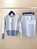 La nuova gonna mezza lunghezza della moda coreana delle donne con la gonna dell'anca + maglione a maniche lunghe a strisce del girocollo sottile del collo di due pezzi ^