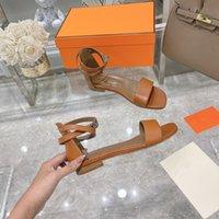 2021 Designer de moda Últimas sandálias plana de femininas Material de couro macio confortável luxo bonito 35-42 perfeito logotipo personalizado