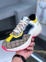 2021 Hottest Selling Designer Rhyton Beige Niños Entrenadores Vintage Luxury Chaussures Ladies Zapatos Suela gruesa Patchwork Papi Sneakers