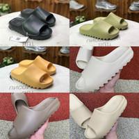 Et 2021 nouvelles pantoufles de Kanye West Femmes Women's Women's Women's Earth Brown désert Sand Sand Résine Chaussures Sandales en mousse en mousse en cours d'exécution