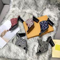 2021Newest verano para mujer tacones altos zapatillas sandalias de sandalia de sandalia casual desgastadoras de talón sandalias al aire libre compras letras zapatillas caja
