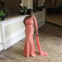 Sjöjungfru brudtärna klänningar en axel golv längd sopa tåg sjöjungfru satin pläterade bröllopsfest bridmaid klänningar