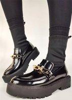 부츠 2021 브랜드 판매 훌륭한 품질 슬립 탄성 양말 여성 금속 장식 검은 신발 여성