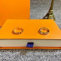 Europa américa estilo moda homens senhora mulheres titânio aço gravado V iniciais volt multi anel estreito Q9O63A tamanho US5-US10