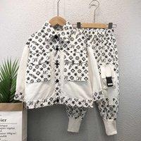 100-150 cm Bebek Çocuk Erkek Serin Gömlek Seti Çocuk Dungarees Pantolon Diz Cep Patchwork Ile İki Parçalı Kıyafetler Rahat Spor Eşofman Butik Giyim L91402C
