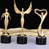 الإبداعية الأسود كريستال الكأس التماثيل الرئيسية تمثال الحرف مطلية بالذهب أوسكار الكأس منحوتات الملحقات معيشة الحلي 210414