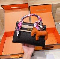 Luxurys Väskor Designer Tote Bag Branded Crossbody Shoulder_Bag Handväska Kvinnors Klassiska Mode Matchande Silk Scarf Hängsmycke Tre Piece Set H