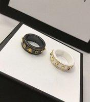 Kadın Lüks Tasarımcı Mektup Yüzük Yüksek Kaliteli Seramik Malzeme Charm Yüzükler Moda Nişan Düğün Takı Kaynağı