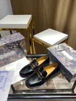 Designer Women's Gold Letter Smalto Accessori per lo smalto Mocassini Singola Scarpe singole British Style Retro Wang Likun Likun Lo Same Round Toe Pelle Shoess