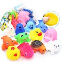 Süße Tiere Bad Spielzeug Schwimmen Wasser Bunte weiche Gummi Float Squeeze Sound Quietschendes Badespielzeug für Baby Kinder Geschenke