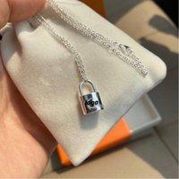 2020 Marques de luxe Designer Bijoux Pendentif Collier Femmes Lock Collier Charm Collier Mode 925 Sterling Silver Neckalce v BRACELET CARTER