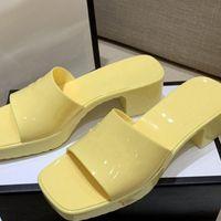 Damen-Gummi-Hausschuhe dicke Ferse-Quadrat-Zeh-Hausschuhe hoch-heeled Gelee-Frauen-Fersenhöhe 5,5 cm Wassertischhöhe 2 .5cm Umwelt