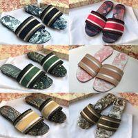 2021 com caixa mulheres sandálias bordado bordado floral brocado flip flops luxadores loafers listrado praia de couro genuíno Dazzle flores chinelos chinelos