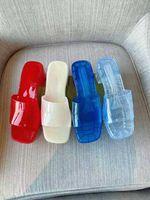 2021 Venda direta de chinelos de mulheres de alta qualidade! Moda Jelly Color Transparente PVC Slide Sandálias Suave e Confortável Sandálias Interior Casa de Banho Beach Height 5,5 cm
