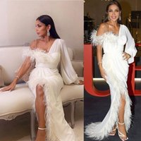 2021 Sexy Luxury Ivory Feathers Evening Dresses Wear One Shoulder Split Special Occasion Prom Gowns Arabic Long Sleeves Sheath Middle East Celebrity Dress