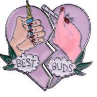 Commercio all'ingrosso 20 pz Best Germoni Brooches Best Friends Amici Smalto Pins Sigaretta di fumo cuore rotto con manuale Accessori per gioielli cappello 623 Q2