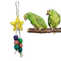 Andere Vogelbedarf Papageikäfig-Bisskauspielzeug-Rattan-Accessoires gewebt gelb fünfzackiger Stern und bunte große hölzerne Perlen # A