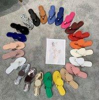 Diseñador mujer sandalias ahuecarse hacia fuera logo zapatillas planas zapatillas tachonadas para niñas diapositivas de cuero zapatillas beach chanclas tamaño 35-43 con caja