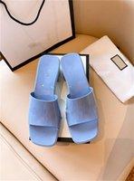 2021 Diseñador Mujer Moda Playa Grueso Inferior Zapatillas Plataforma Alfabeto Lady Sandals Sandalias Cuero Caucho Fruta Slide Talón Alto Toboganecer Tamaño 35-41