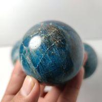 60mm Naturel Naturel Apatite Sphère Sphère Cristal Stone De Quartz Globe Ballon Rock Mineral Cadeau Base en bois Reiki Healing Home Decor