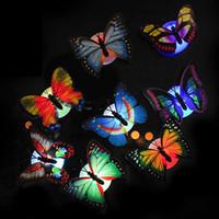 貼付可能なボタンバッテリーナイトライトベッドルームの発光の装飾蝶創造的カラフルなLED LAMPA992