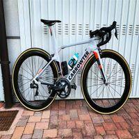 Carrağın Satışı Konsept Karbon Yol Komple Bisiklet ile 105 R7010 Groupset 50mm Karbon Tekerlek Gidon
